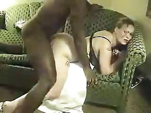 Big cock black dude fucks a horny wife - cuckold XXX video