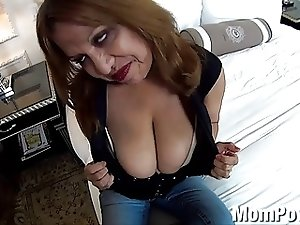 HUGE natural tits Latina MILF