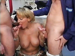 granny loves anal and I love granny culo troia mature